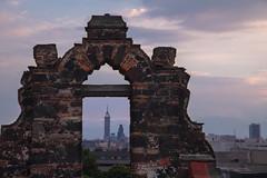 Torre latino a través de Santiago Apostol
