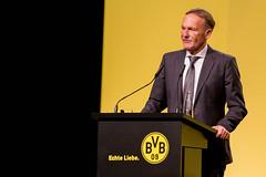 Borussia-Chef Watzke redet auf der BVB-Jahreshauptversammlung über Lucien Favre