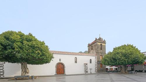 2019-11-13 (01) Los Llanos de Aridane. Parroquia Matriz de Nuestra Señora de los Remedios (siglo XVI)  & Plaza de España