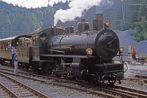 R11653. RhB 107 at Reichenau-Tamins.