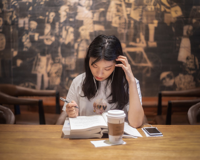 Girl studying in a coffee shop