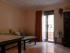 Fabuloso salón comedor, con dos terrazas de esquina, todo exterior. Solicite más información a su inmobiliaria de confianza en Benidorm  www.inmobiliariabenidorm.com