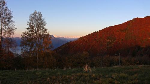Sonnenaufgang über dem Bergweiler Monti della Gana mit Ausblick zum Monte Rosa