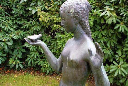 Fille à l'oiseau (assise), 1968 - Ursula Malbin (Malbine), 1917-