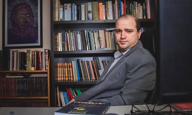 Dante Mantovani é seguidor de Olavo de Carvalho e mantém canal sobre música erudita e teorias da conspiração - Créditos: Reprodução