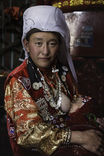 Kyrgyz mother in Erghail village. Pamir Mountains. Afghanistan.