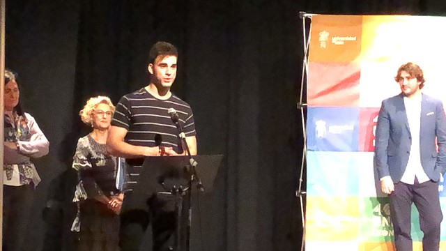 Ismael agradeciendo el premio a la mejor comunicación