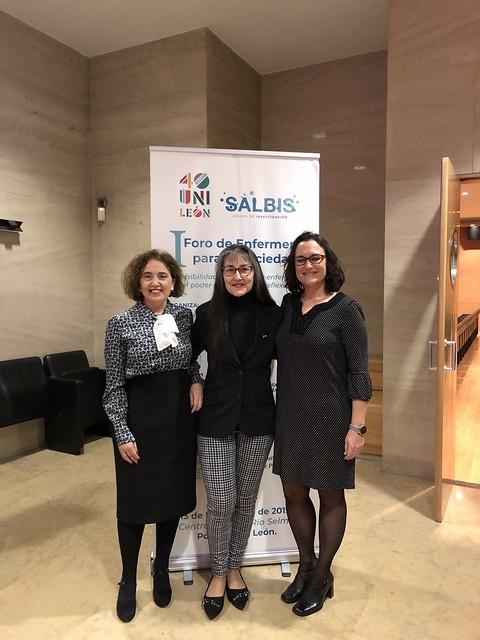 Pilar Marqués y Elena Fernández con la poeta Edita Fernández