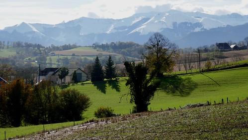 Beauté automnale, hameau des Pindats, Bosdarros, Béarn, Pyrénées Atlantiques, Nouvelle-Aquitaine, France.