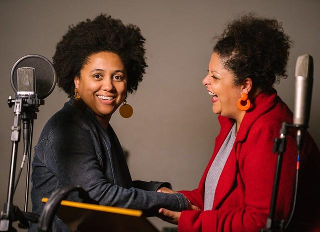 As cantoras Marina Iris e Fabiana Cozza em estúdio na gravação da faixa 'Velha senhora' - Créditos: Elisa Mendes