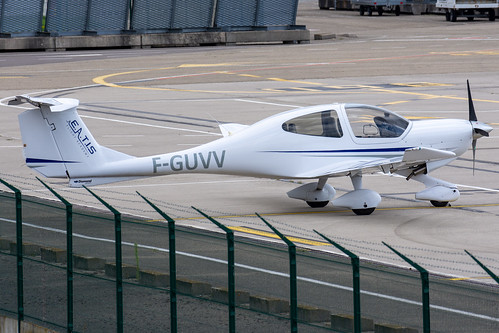 European Aero Training Institute Strasbourg Diamond DA40 F-GUVV
