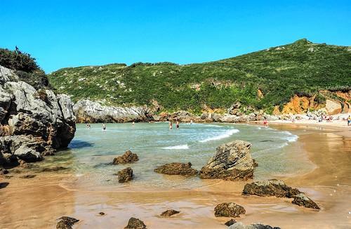 Que lejos queda el verano.  Playa del Portiellu. Asturias.