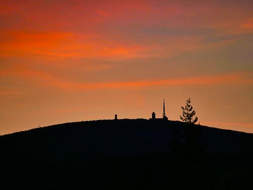Farbenspiel der untergehenden Sonne auf der Brockenkuppe
