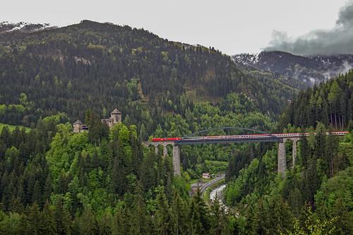 2 x ÖBB Taurus Trisannabrücke und Schloss Wiesberg