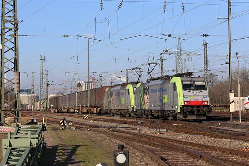 BLS Cargo Re 486 502-8 und Re 486 505-1 Containerzug, Basel Bad Bhf