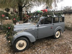 Renault Juvaquatre Dauphinoise Fourgonnette circa 1958 complete with Christmas decorations! - Photo of Lucy-sur-Cure