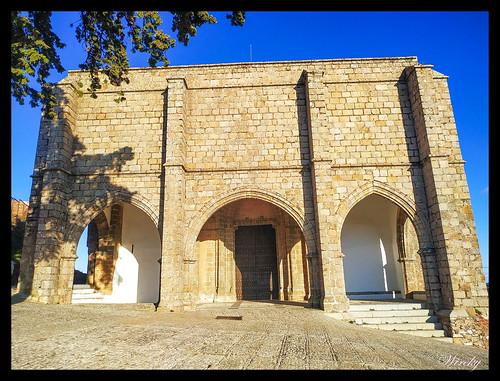 Pórtico de la Iglesia del Castillo