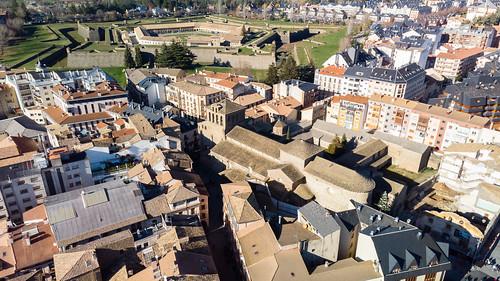 Catedral de Jaca y Ciudadela al fondo