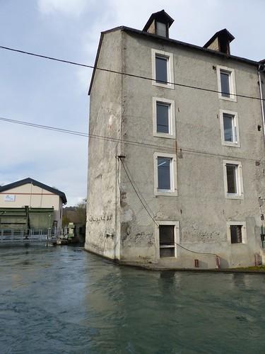 Nay, Pyrénées-Atlantiques: le canal de la minoterie