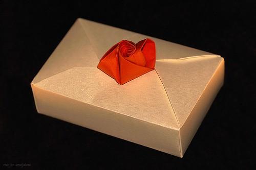 Origami A4-Box & Rose decoration (Seiji Nishikawa)