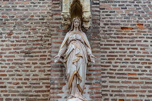 08-La vierge en façade de l'église des Jacobins