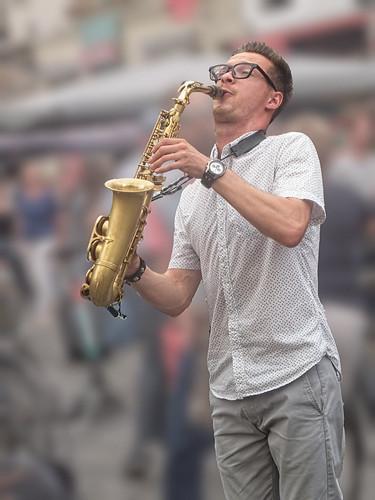 Brussels-Street musician-02