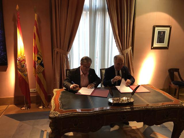 Firma Convenio Ibercaja para publicación del Manual de Derecho Foral