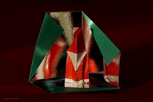 Origami Babbo Natale con espositore / Origami Santa Claus in a display (Francesco Miglionio)