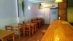 local comercial de unos 40 m2 aproximado, equipado para Bar, listo para funcionar en pleno centro. Infórmese sin compromiso en su agencia inmobiliaria Asegil. www.inmobiliariabenidorm.com