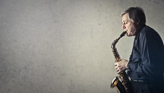 Man playing saxophone - Credit to https://homegets.com/