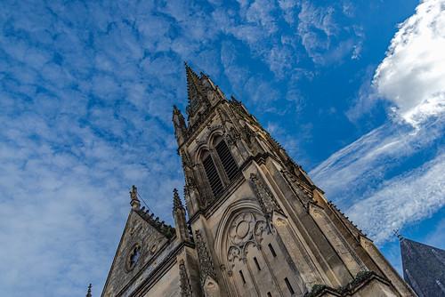 05-La flèche de l'église dans le ciel
