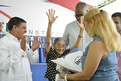 Familias de Santo Domingo Este reciben más de 600 títulos definitivos de propiedad