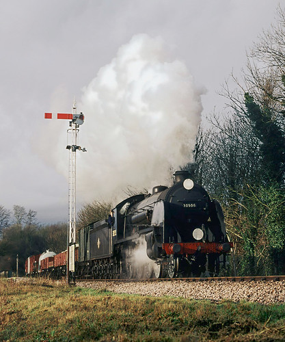 S15 no. 30506 passes the Alresford home signal