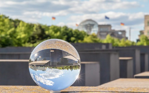 Lensball Memorial Berlin