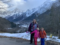 Kate poses with the twins in front of the French Alps