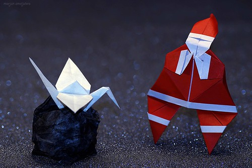 Origami Babbo Natale sorpreso dal dono nel sacco / Origami Santa Claus surprised by the gift in the sack (Franceso Miglionico)
