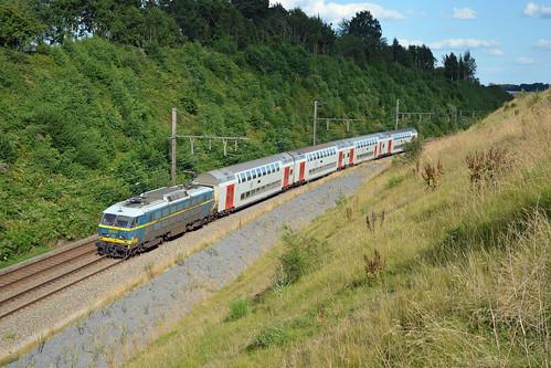 HLE 2003 + IC 2139, Florée, 04/08/2013