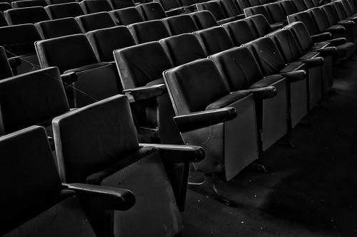 La de películas que habrán visto estas sillas.