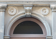 face on a façade#114980el