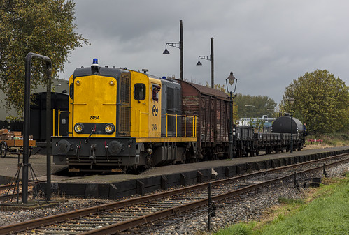 Stoomtram Hoorn-Medemblik NS 2454 Station Wognum-Nibbixwoud 25 oktober 2019