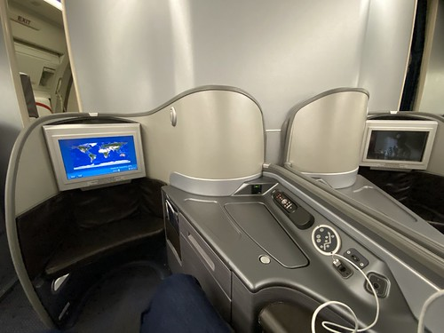 United 777 - First class seat