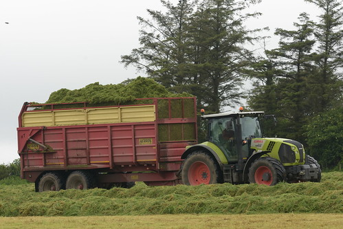 Claas Arion 640 Tractor with a Herron Trailer