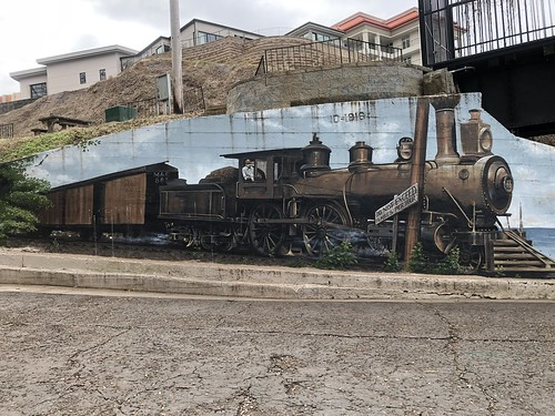 c2019 Dec 27, Train Mural @Trail Tressell IPhoneography 10