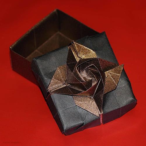 Origami Rose Box (Shin Han-Gyo)