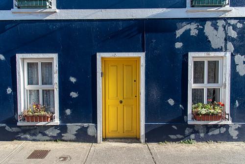 Ireland 2019 - Dingle, blue house with yellow door...