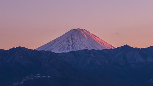 北からの赤富士