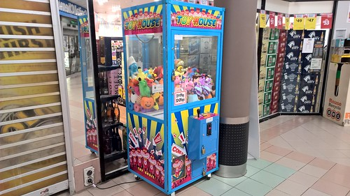 Homing, Ltd. ToyHouse Coin-Operated Arcade Game @ Calwell Shopping Centre, ACT