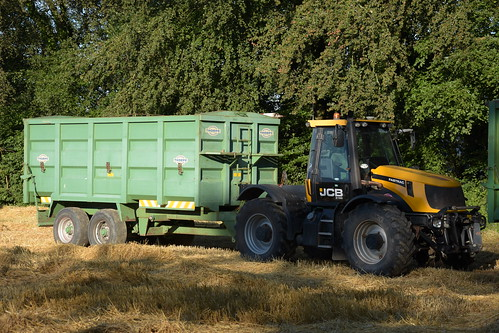 JCB Fastrac 2155 Tractor with a Thorpe Grain Trailer