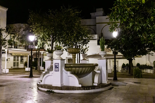 Fountain by night - Arroyo de la Miel