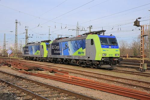 BLS Cargo Re 485 004-6 und Re 485 002-0 Die Alpinisten, Basel Bad Bhf